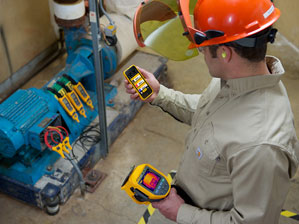 Technician reviewing measurements from Fluke Connect® tools on smartphone